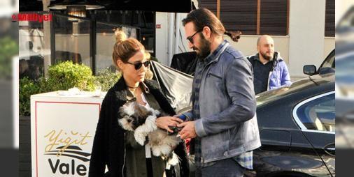 Aşıklar Bebekte : Haftasonunu arkadaşlarıyla değerlendiren Azer Polat-Berk Erçel çifti Bebekte bir mekanda kahvaltı yaptı.Mekan çıkışı görüntülendiklerini fark eden çift gazetecilerden rahatsız olup yan yana gelmemeye çalıştı.Polat mekan çıkışı sevgilisinin kullandığı araca binmek zorunda kaldı....  http://www.haberdex.com/magazin/Asiklar-Bebek-te/92329?kaynak=feeds #Magazin   #çıkışı #Bebek #yana #çalıştı #gelmemeye