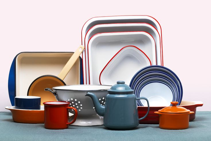 Enamel kitchenware: enamel cups, plates and trays