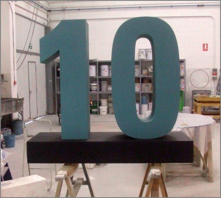 Número 10 para Aniversario, con peana. Poliespan / DM. Realización: www.troppovero.com