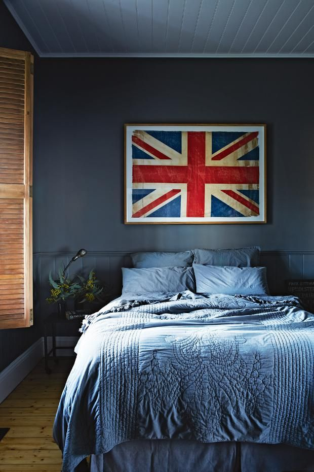 Moody blues // Union Jack, Bedroom, Dark Paint: Dreams Bedrooms, Guest Bedrooms, Interiors, Unionjack, Vintage Houses, Blue Bedrooms, Jack O'Connel, Bedrooms Wall, Union Jack