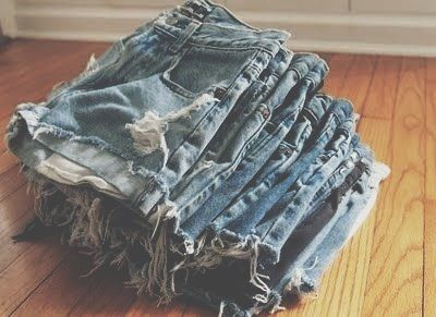 http://littlemissbowpeep.blogspot.com/2011/05/diy-distressed-jean-shorts.html