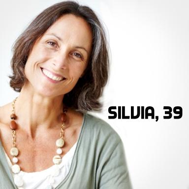 Silvia, 39, verheiratet, keine Kinder, 1 dänische Dogge – Beruf: im Management einer Modefirma – zu Hause: ist sie weiß eingerichtet; Akzente setzt sie mit Reise-Mitbringseln – nach dem Abitur: Au-Pair in Kapstadt; alle 2 Jahre fliegt sie wieder runter – Eigenschaften: zielstrebig, glaubt an das Schicksal – wöchentliches Ritual: Einkauf auf dem Wochenmarkt – geheiratet hat sie mit 22 – für Kinder ist es zu spät, finden beide.