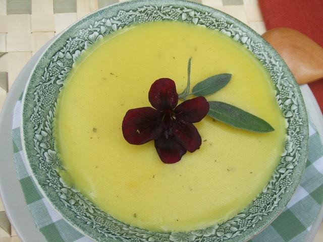 Sopa crema de maíz tierno. Ver la receta http://www.mis-recetas.org/recetas/show/21901-sopa-crema-de-maiz-tierno