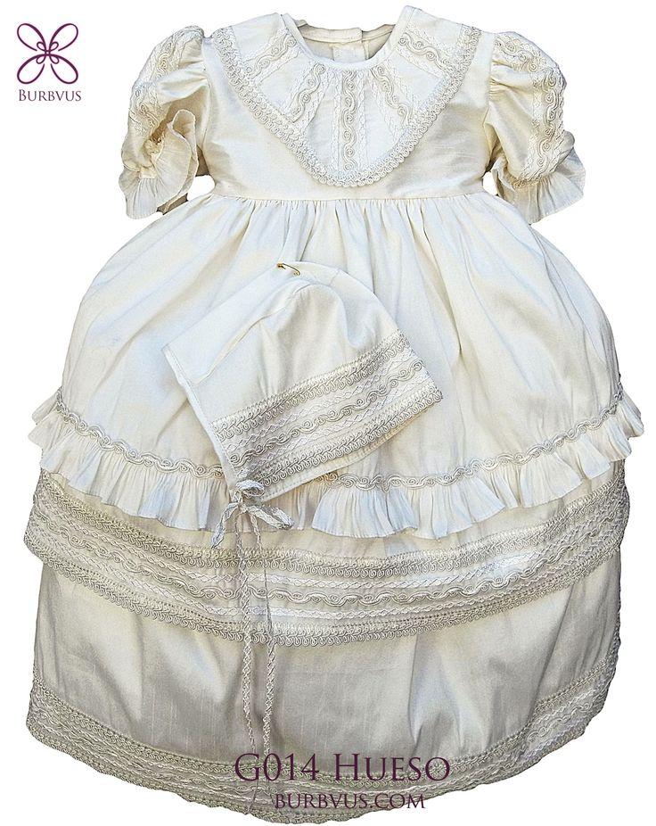 Uno de nuestros nuevos diseños para niña, modelo G014 en seda color hueso (tambien disponible en color blanco). #ropones #roponparanina #bautizo #burbvus