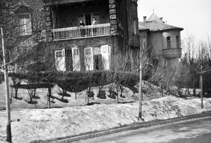 Ráth György utca 13. a Roskovics utca felől.
