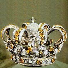 Personal crown of Queen Regnant Isabel II of Spain