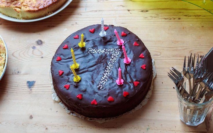 Chocochocochoco.. verjaardagstaart! http://www.zoetrecepten.nl/recepten/chocochocochoco-verjaardagstaart/
