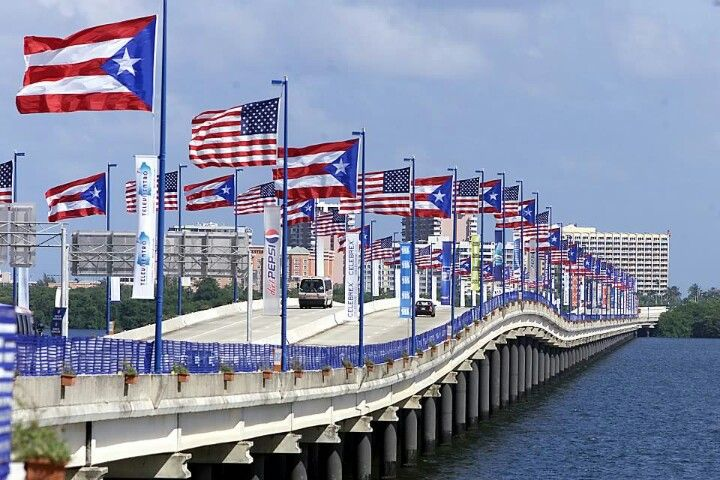 Puente Teodoro Moscoso . Puerto Rico and USA flags like always