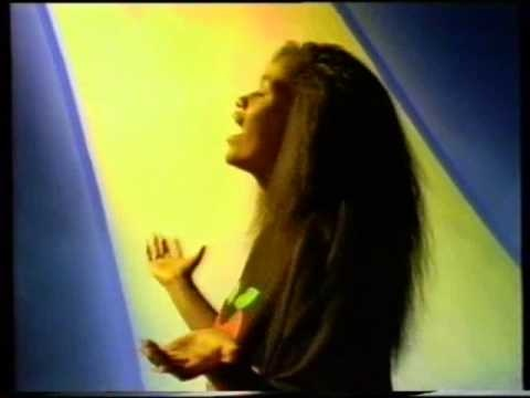 From 1992, a sunny, chipper wee video from Unitone Hifi, featuring Teremoana,  Bobblyon (Hallelujah Picassos, 2R2S) and Just One. Directed by Josh Frizzell, and released as a single on Deepgrooves.