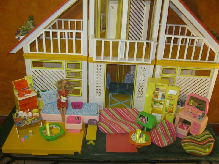 Vtg Barbie 70's A-Frame Dream House , Original Furniture, Accs , Doll &Triangles