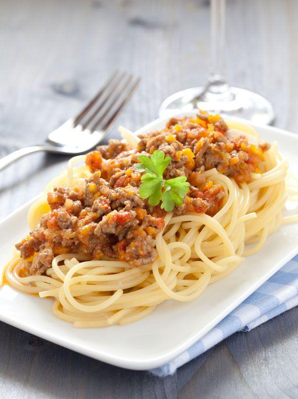 """""""Espaguetis boloñesa con Vivesoy"""": Un plato tradicional de pasta pero con un sabor y un toque de cremosidad extra gracias a la bebida de soja Vivesoy Natural. #pasta"""