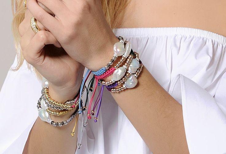 Pulseras Ibiza con macramé de colores, perlas y bolitas en plata