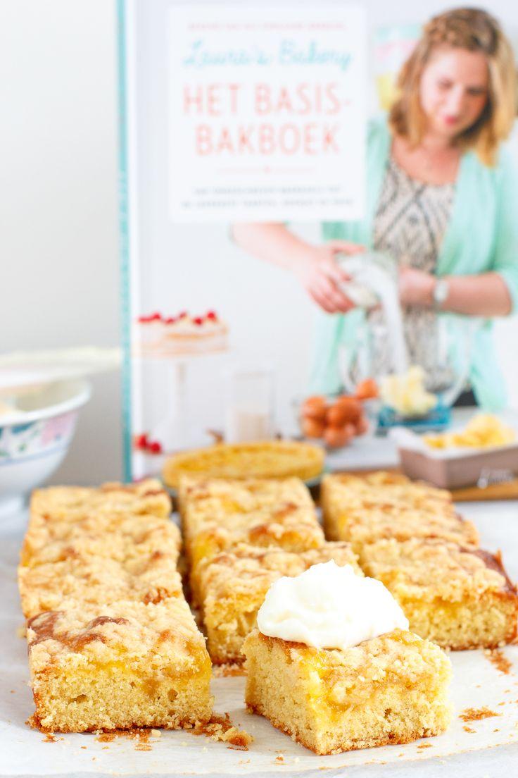 Ken je die heerlijke cakejes gevuld met custard? Deze lemon curd kruimelcake gaat nog een stapje verder, zo lekker!