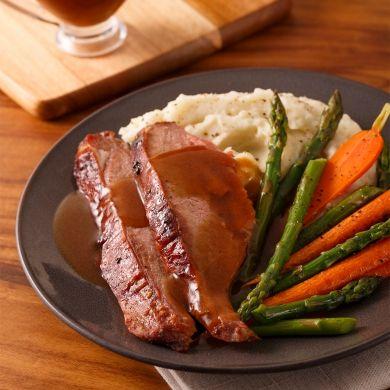 Gigot d'agneau du Québec sur le barbecue, sauce flambée au whisky à l'érable - Recettes - Cuisine et nutrition - Pratico Pratique