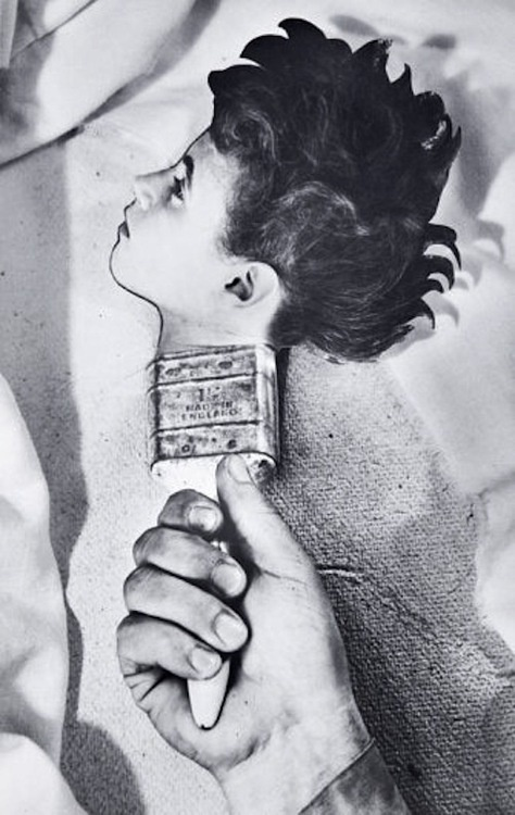 """Dream 31by Grete Stern, ca 1950.  """"In 1948 Stern was asked to provide illustrations for the dreams sent in by women to the Argentinian journal 'Psychoanalysis will help you' - she proposed photomontages. Her collaboration lasted around three years, in the course of which over one hundred and fifty pieces were published...usually, they strictly reproduced the letters sent in by readers.""""   http://www.zonezero.com/exposiciones/fotografos/stern/engle.html"""