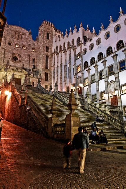 Escalinata de la Universidad, Guanajuato, Mexico. Recuerdo caminando este escaleras cada dia a aprender Espanol y un dia un beso con Alejandro, mi amor.