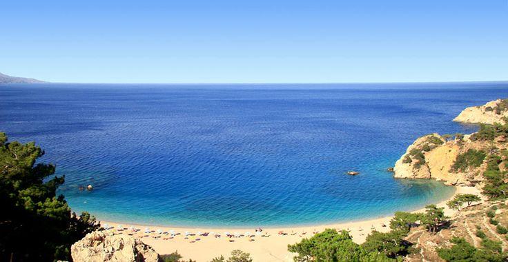 La spiaggia di Apella è stata molte volte menzionata come una delle più belle spiagge del mar Mediterraneo; ha sabbia bianca e molto fine.