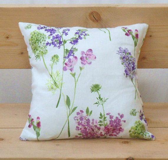 Cuscino cuscino floreale, bianco, con fiori viola e lilla, copertina di tela, shabby chic cuscino, cuscino country, arredamento country, regalo per donna