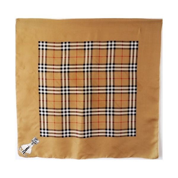 Magnifique foulard pure soie de la célèbre marque Burberry Vintage des années 's70.Soie lègère en beige très clair,  Motif du couple symbole lampost dans le coin