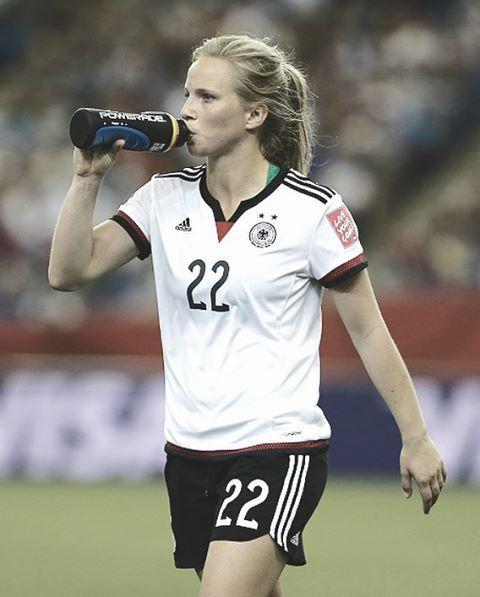 "Gefällt 126 Mal, 2 Kommentare - Frauen Nationalmannschaft Fan (@dfb_frauenfan) auf Instagram: ""Tabbi💖 @tabeakemme21"""