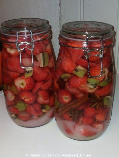 Det er jo bare sååå godt da.. Jeg laga 2 varianter av denne i år.. 1) Fyll glasset lagvis med suk...
