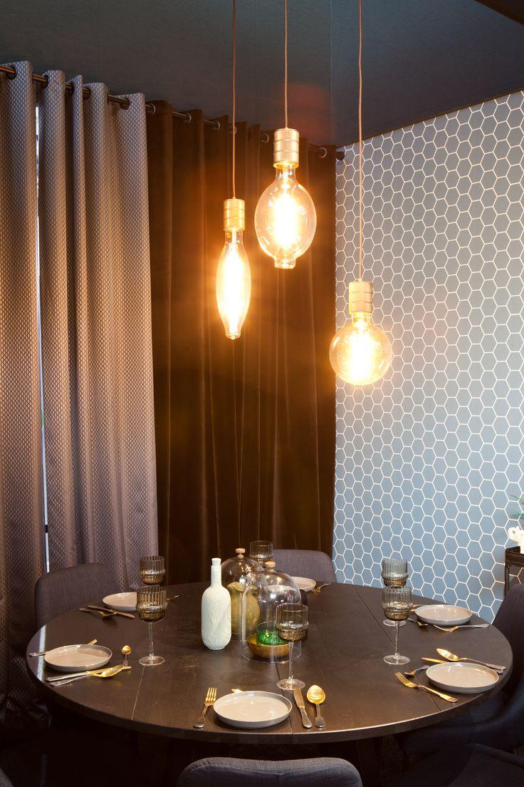 KARWEI | Met bijzondere hanglampen boven je eettafel creëer je al snel een luxe uitstraling.