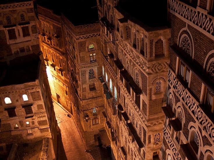 Das Foto YEMEN | Sanaa | Old Sana`a hat folgende Stichwörter: Arabien,  Jemen,  Sanaa.