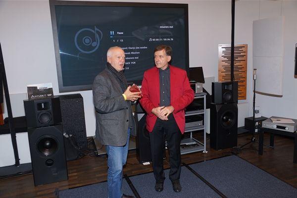 Hr. Flich im Gespräch mit Hrn. Winter (Gramola)