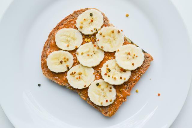 Als je geen suiker eet, zul je heel veel soorten broodbeleg moeten laten staan. Maar wat is dan wel lekker en gezond suikervrij broodbeleg? Hier mijn top 5!
