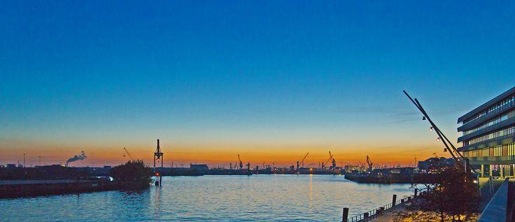 Hamburg Hafen am Abend #hamburg #harbor #Elbe