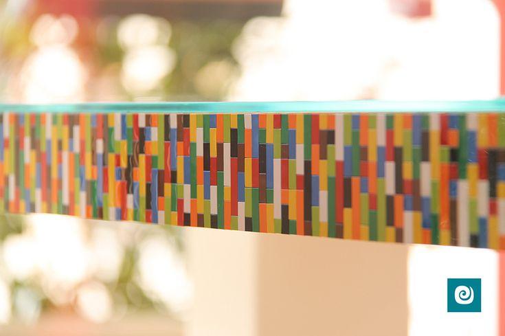 Un meraviglioso #tavolo realizzato con i famosi mattoncini #Lego by Camaleon.  #arredodesign