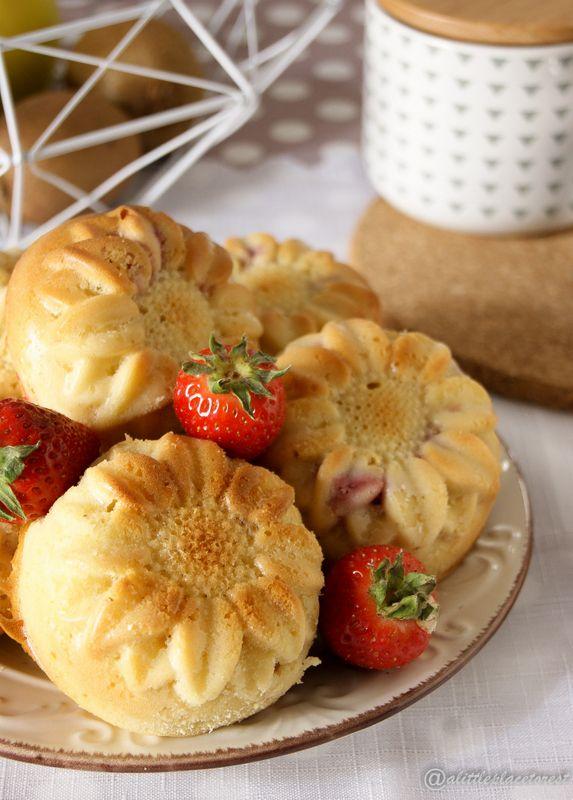 Tortine yogurt e fragole al rhum - Yogurt-strawberry mini-cakes rhum flavoured