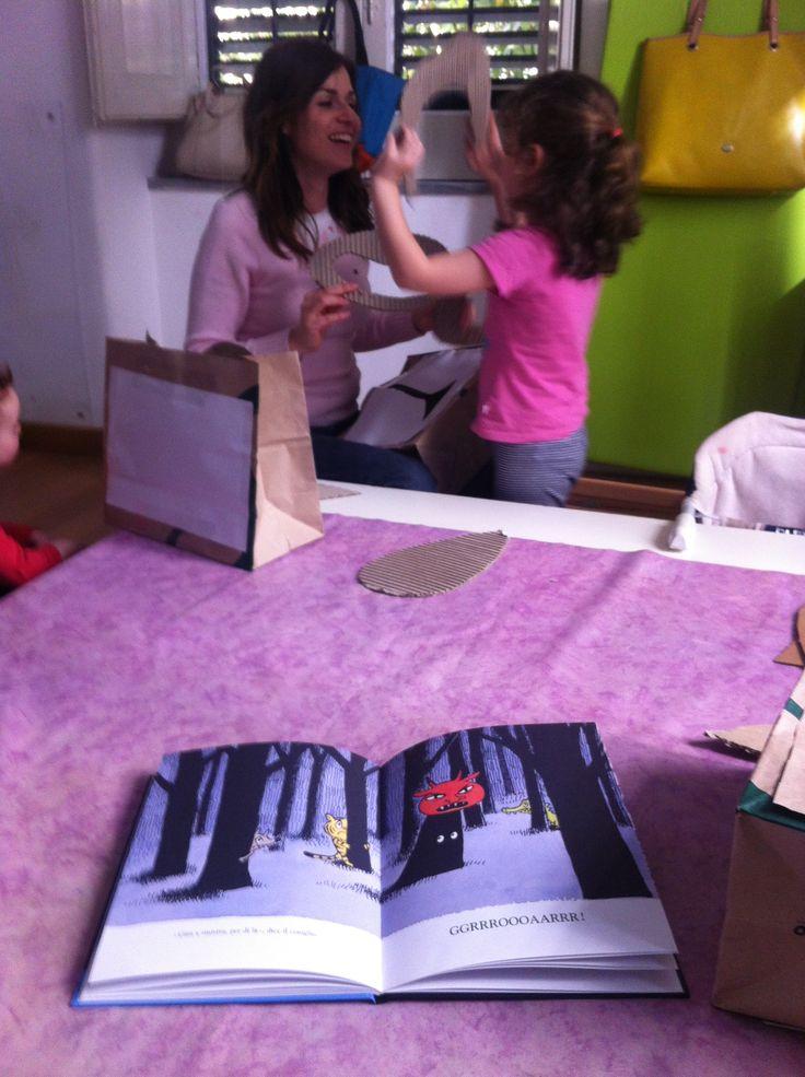 """Lettura de """"In una notte nera"""" Dorothée de Monfreid, Babalibri editore + attività con bambini e mamme"""