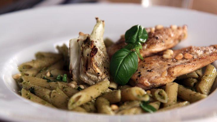 Kyllingfilet med fennikel og pestopasta