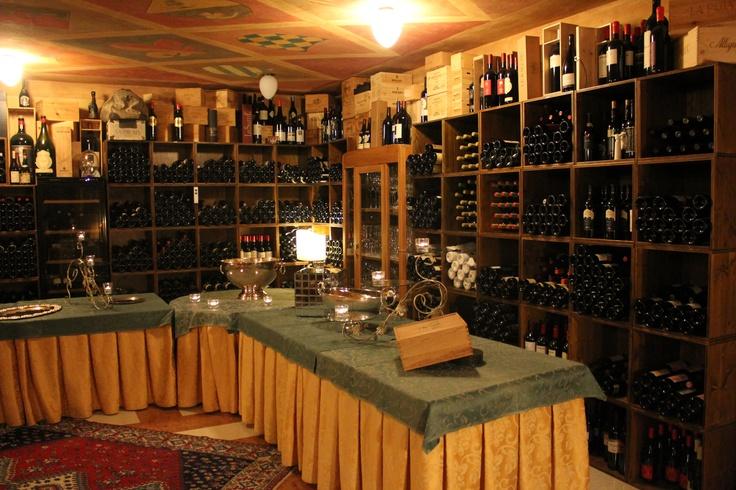 la cantina dei vini rossi