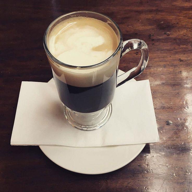 Irish Coffee. Przepis na:  http://kawa.pl/przepisy/przepis/irish-coffee