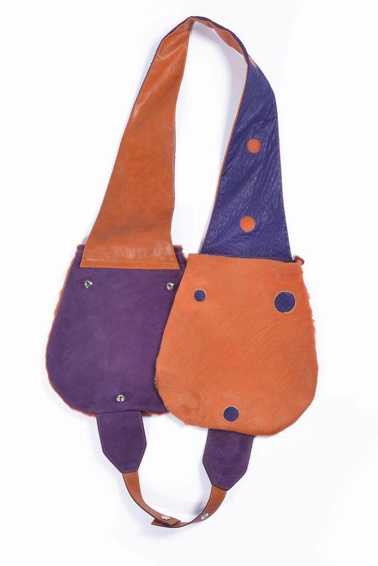 Rebellio in cavallino arancione, camoscio viola e struzzo viola.