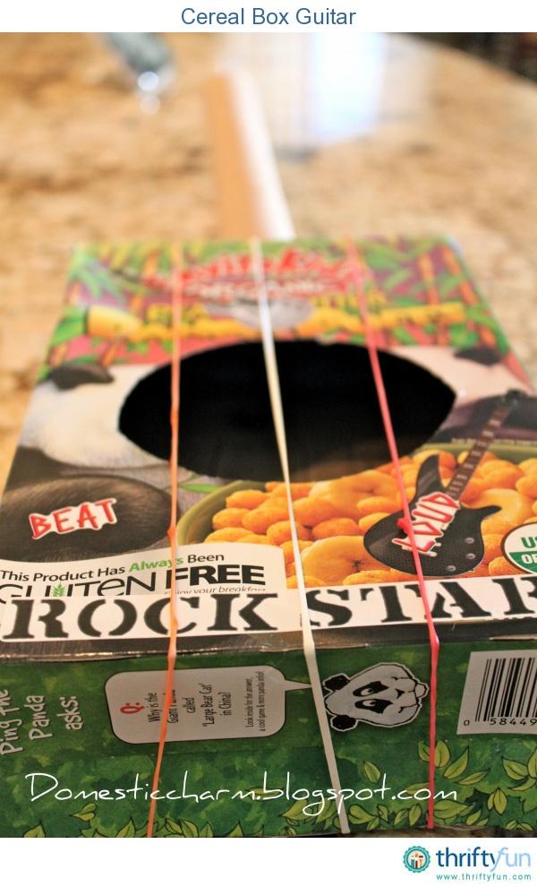 Stellen Sie mit Ihrem Kind eine Gitarre aus recycelten Materialien her, die Sie rund um das Haus finden …   – kid craft ideas