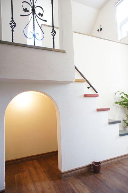 注文住宅 かっこいい工務店 オーダーメイド ミューズ建築工房 ショールーム兼オフィス アーチの階段下スペース