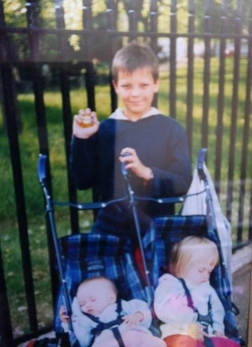 Little louis with the twins<<<< actually, thats Lottie and Fizzy, Lou is too young, the twins weren't born for a while after that.