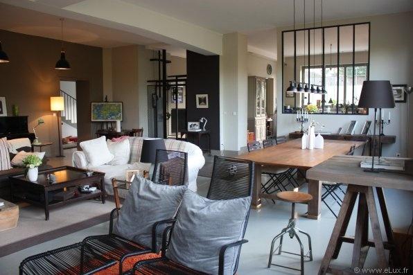 Un Salon Comme Un Atelier Avec Fenetre D Atelier Sur Cuisine Inspiration Deco Tendance Deco