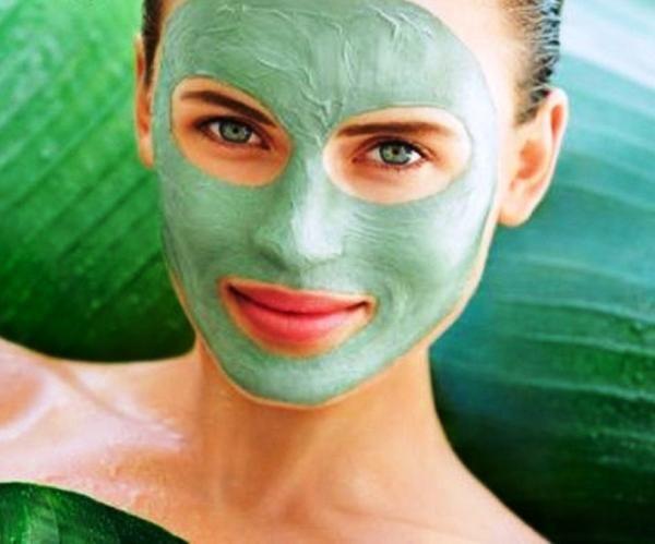 Cómo hacer mascarillas caseras para piel con rosácea. La rosácea es una afección crónica de la piel que se manifiesta a través de rubor y enrojecimiento en el rostro, aparecen brotes con mayor frecuencia en el centro del rostro, mejillas, nariz, frente y...
