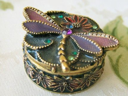 Dragonfly trinket box. I want this! kn