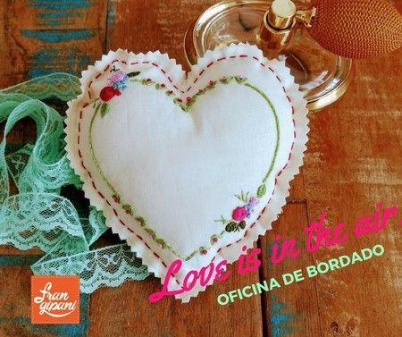 OFICINA DE BORDADO LIVRE 'LOVE IS IN THE AIR' - Frangipani