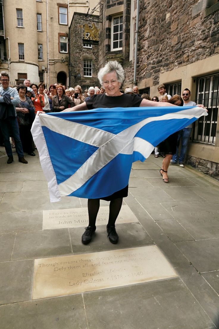 Germaine Greer unveils the commemorative stone for Elizabeth Melville at Makars' Court