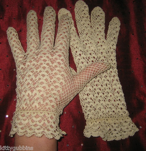 ~ GORGEOUS VINTAGE 1930S CROCHET LACE SCALLOP CUFF CREAM GLOVES