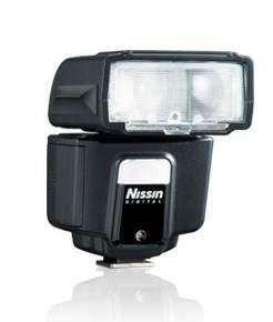 Nissin i40 Canon - http://tech.bybrand.gr/nissin-i40-canon/