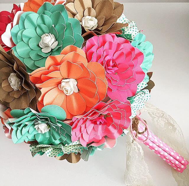bouquet flores de papel usando furadores flor helice