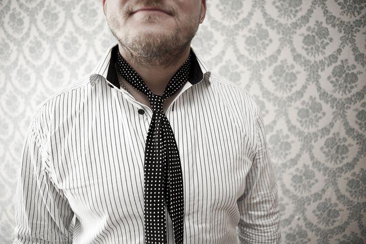 Dotted tie-like scarf 'Johnny' | gTIE Neckwear & Accessories | for those who love dresses, photo: Dorit Salutskij