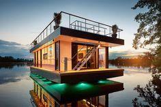 Rev Houseboat - роскошный дом на воде.